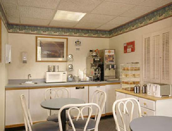 Aspen Inn: Free continental breakfast