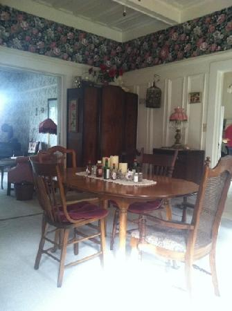 The Harlan House: breakfast room