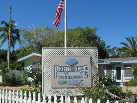 Periwinkle Cottages of Sanibel: Front of Periwinkle Cottages property.