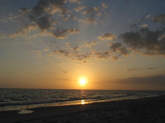 Periwinkle Cottages of Sanibel: If you like sunsets this is the place.