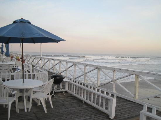 Crystal Pier Hotel & Cottages: Veranda