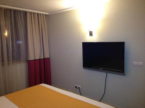 Novotel Al Anoud : Bedroom TV