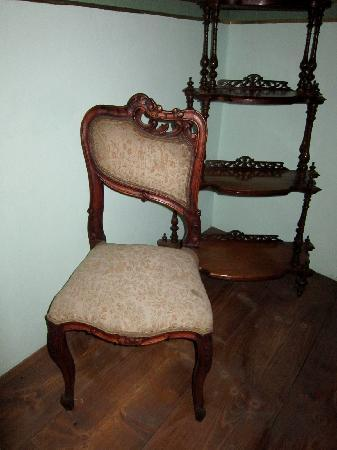 Diego Rivera Museum and Home (Museo Casa Diego Rivera): chair in Diego's house