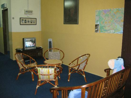 Sekai Guesthouse and Backpackers: Community area for relax.