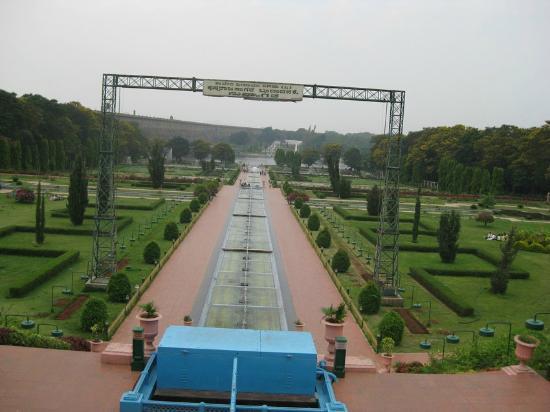 Brindavan Garden: Looking from hotel end