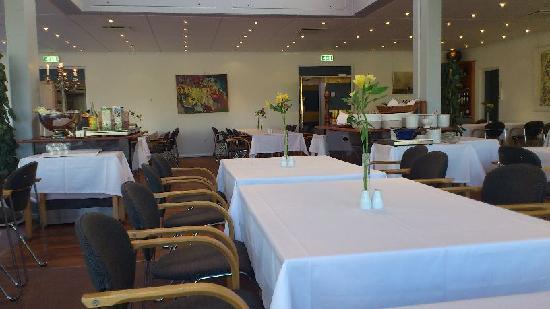 Sinatur Hotel Frederiksdal: Breakfast area