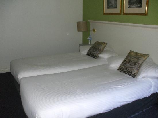 Adara Collins : Bedroom