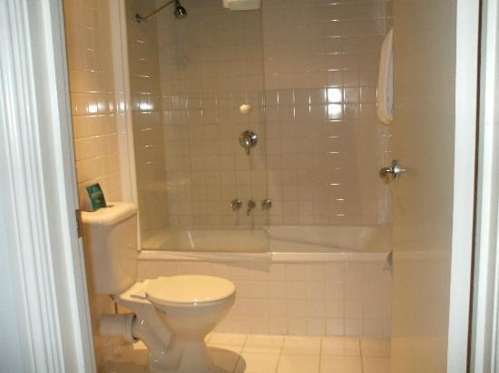 Adara Collins : Bathroom