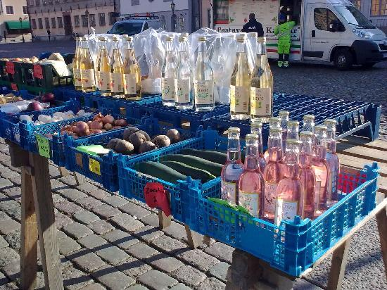 Kalmar Cathedral: Home-made drinks at market