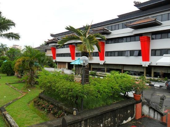 The Hills Batam: Hotel's ground ( THE HILLS, BATAM )