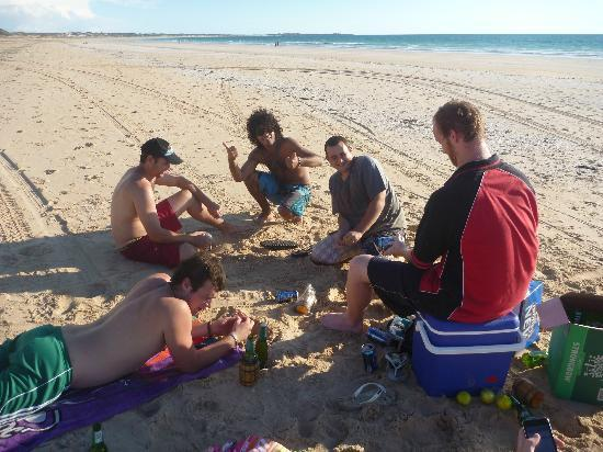 Cable Beach Backpackers: Beach Party