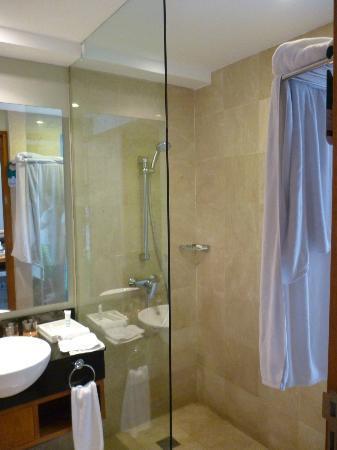 Mercure Bali Harvestland Kuta: Ванная