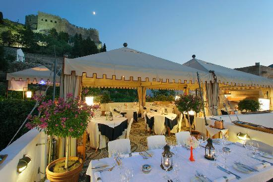 Melenos Lindos Restaurant: Melenos roof top restaurant