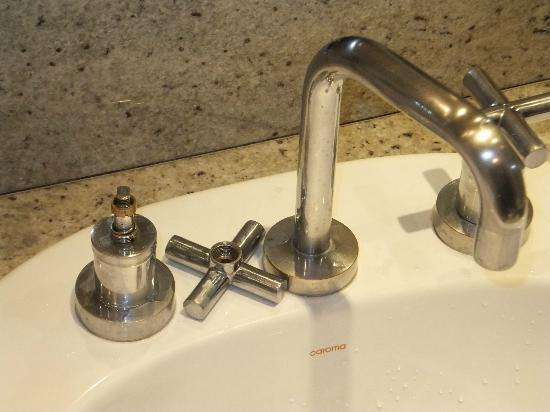 how to fix a broken tap