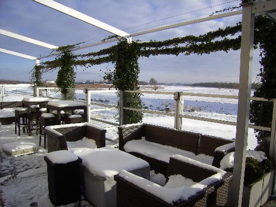 Van der Valk Hotel ARA: Outside Terrace Christmas Day 2011