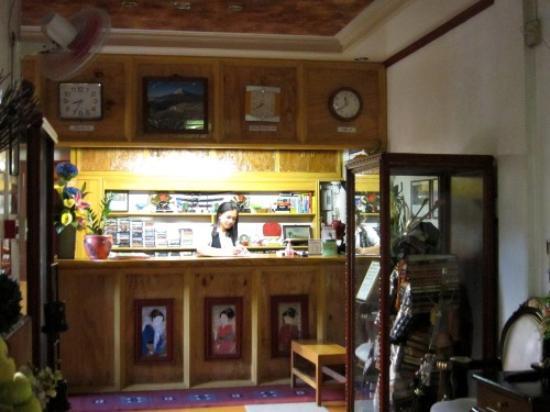Makiling Onsen Hotel: Front desk.