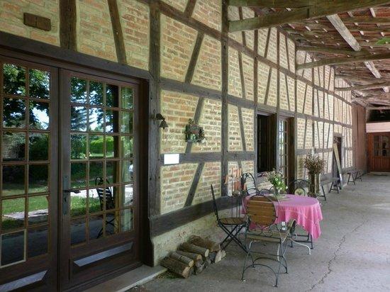 Chambres d'hotes en Bourgogne du DEVU : la façade de la maison AU DEVU
