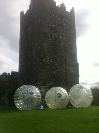 Castletownroche, Irland: Zorbing at Blackwater Castle Estate