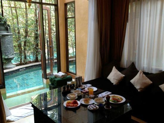 เดอะ บาราย วิลล่า: Breakfast in the Villa