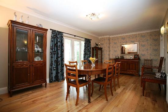 Willow Court: Breakfast Room