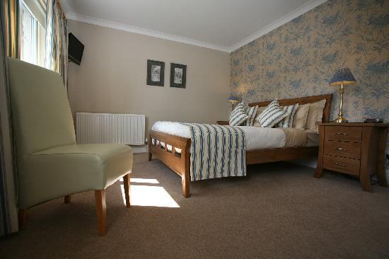 Willow Court: King Bedroom