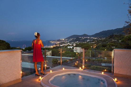 Garden & Villas Resort: Suite con piscina jacuzzi vista mare