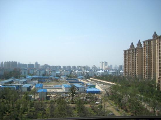 โรงแรมชาโตว์สตาร์ ริเวอร์ ผู่ตง เซี่ยงไฮ้: If it's windy, the smog may blow away