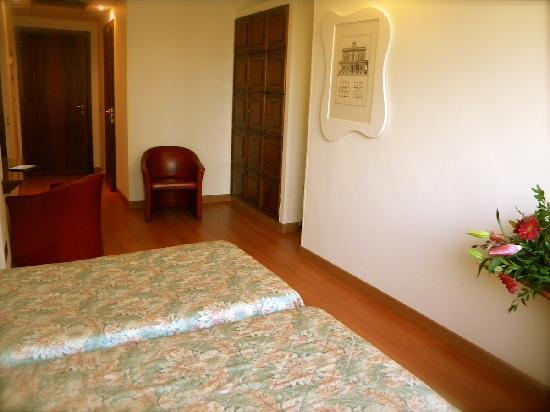Hotel President: Twin Classic Room