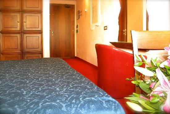 Hotel President: Double Economy Room