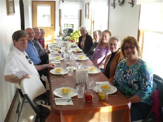 Amish Heartland Tours: Meal in Amish home - tour company owner, Ms. DeBois, is at right.