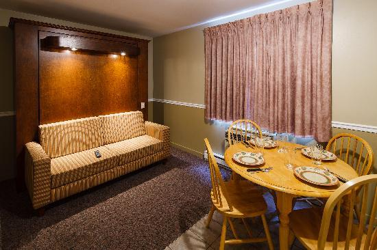 Le Roberval : 1 bedroom suite with murphy bed