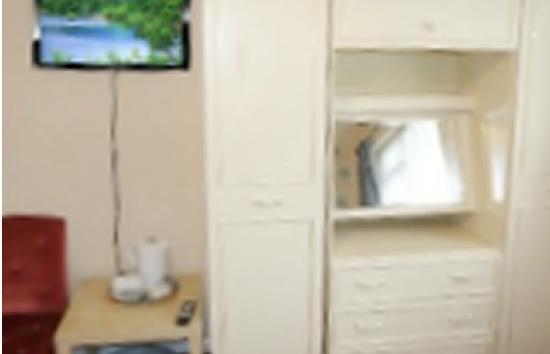 Shanklin, UK: Standard bedroom with flat screen tv