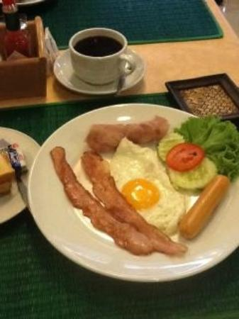 Queen Lotus Guest House: Queen Lotus - AmericanBreakfast (with toasted breads not in pic)