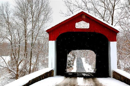 Bucks County, เพนซิลเวเนีย: Covered Bridge (Reflections by Ruth)