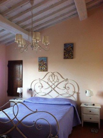 Agriturismo La Lucciolaia: camera rosa antica