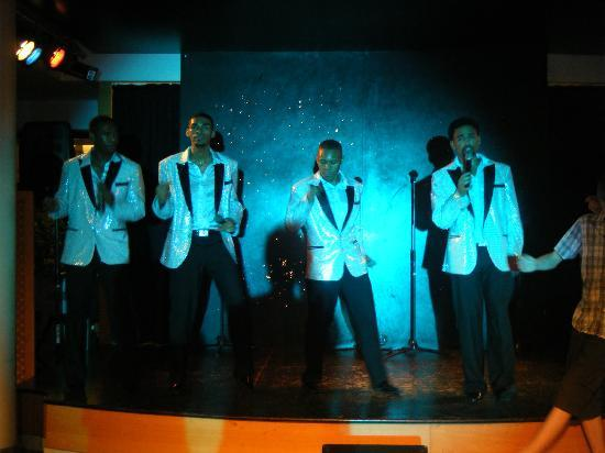 Hotel Apartamentos Princesa Playa: The Temptations Tribute...not to be missed!
