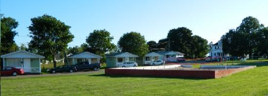 Royalty Maples Cottages and Motel : Beach Volleyball Court!
