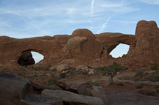 Quality Inn Moab Slickrock Area: Nearby Arches National Park near dusk