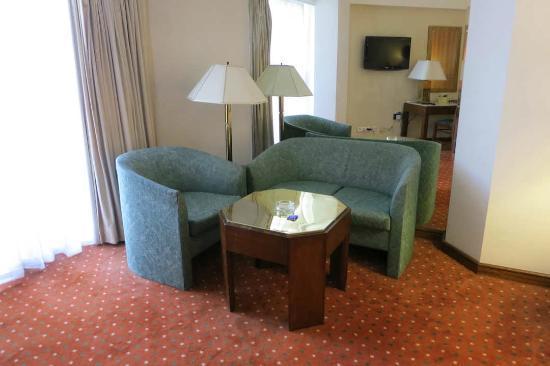 โรงแรม รามเซส ฮิลตัน: Lounge in Room 2323