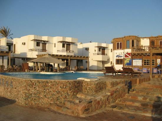 Dyarna Hotel: View of hotel from the shore
