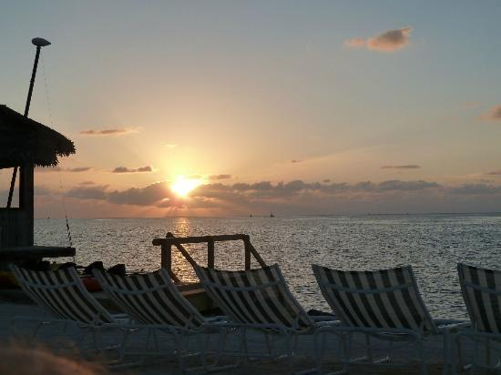 Chesapeake Beach Resort: Sunrise from the beach