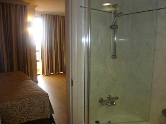 Spring Hotel Bitacora: Shower