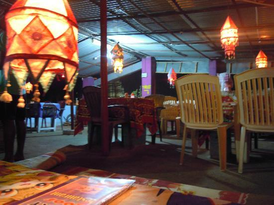 Vicky's Guesthouse: Roof top restaurant