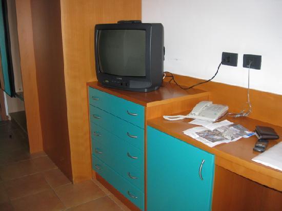 Hotel Antares: Frigo-bar