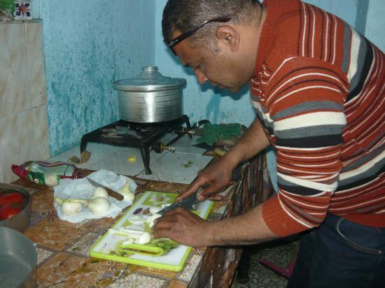 Bob Marley House Hostel: happy cocinando