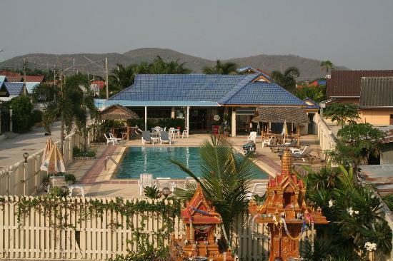 The Donkey's Rest : Vue sur la piscine du Sportcenter depuis la terrasse arrière