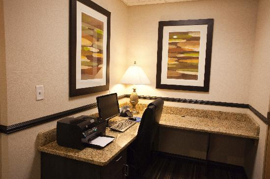 Hampton Inn Lincoln - Heritage Park: Business Center