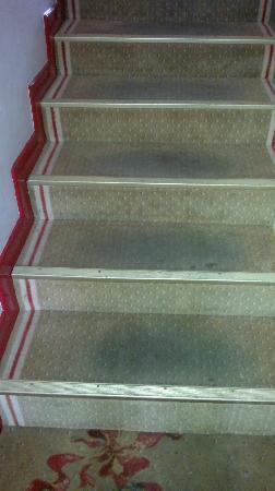 Belambra Clubs - Le Domaine de Mousquety : escalier montant dans les chambres