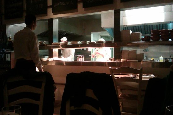 Karatello Restaurant: You can see the chefs preparing the food.