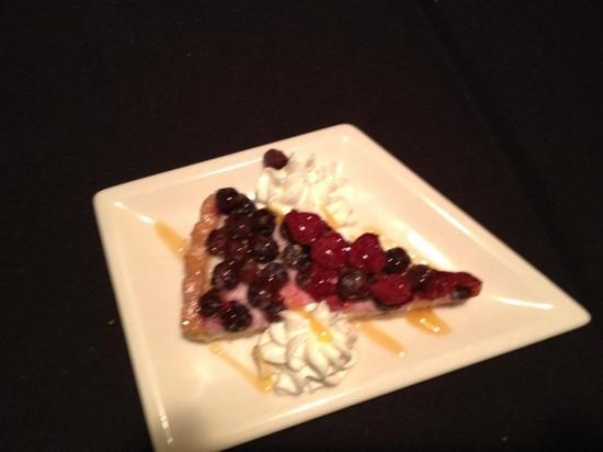 Gentiles Restaurant: fresh fruit tart for dessert